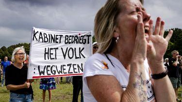 Demonstranten protesteren tegen de coronamaatregelen op het Malieveld in Den Haag.