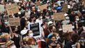 Op de foto zie je duizenden demonstranten in NewYork.