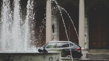 Bestuurder parkeert auto in Nijmeegse fontein