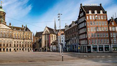 Een foto van een lege Dam in Amsterdam