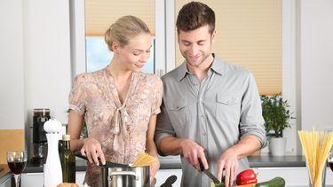 Als je partner gewicht verliest, doe jij dat ook