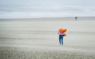 Harde wind aan de kust. Foto: ANP / Jerry Lampen