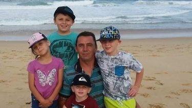 foto van Mark en zijn vier kinderen