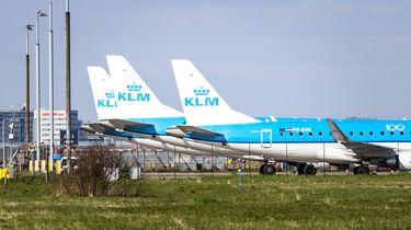 Schiphol gaat 25 vliegtuigen parkeren op landingsbaan