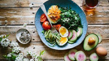 Een foto van een tafel vol groenten
