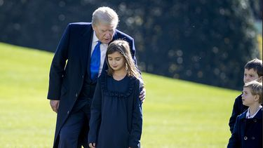 Een foto van Donald Trump met zijn kleindochter Arabella