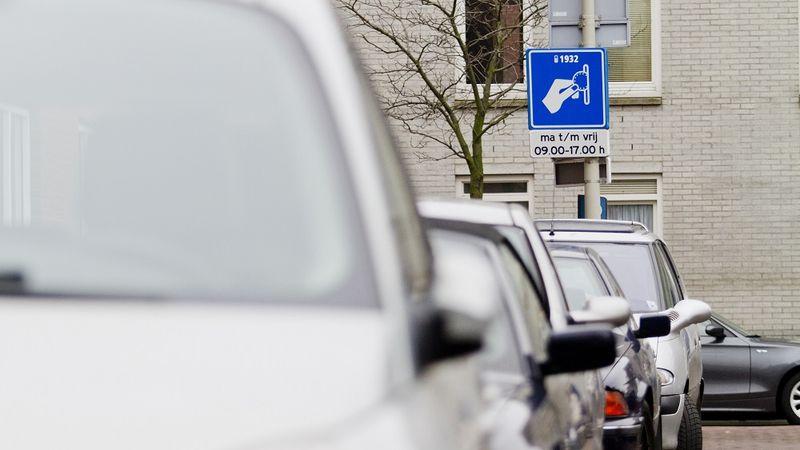 Eenderde Nederlanders zenuwachtig bij parkeren