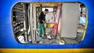 Een trein in de werkplaats van Nedtrain. Vakbond FNV Spoor zegt dat de NS al twintig jaar het kankerverwekkende chroom 6 verf gebruikt voor treinen. Foto: ANP | Rein van Zanen