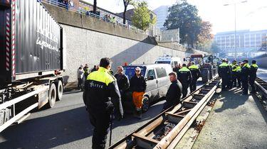 Politie bij de afsluiting van de A12.