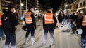 Een foto van politiemensen in Knokke-Heist bij eerdere problemen met jongeren