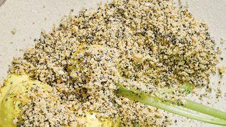 Recept van de dag: Meiknolletjes met piccalilly en maanzaad van De Kas