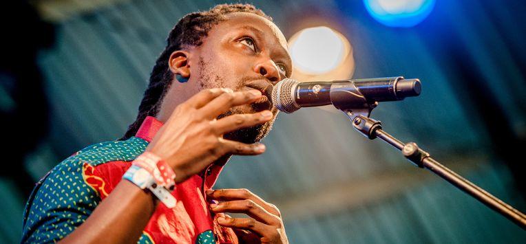 Rapper Akwasi overweegt aangifte na dreigementen via sociale media
