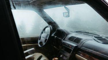 Dieven stelen beademingsapparatuur uit auto