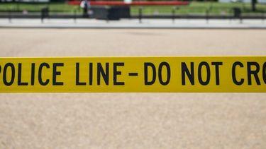 Een lint met 'police line - do not cross'.