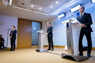 Een foto van Rutte en De Jonge tijdens de persconferentie