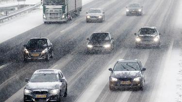 Gladde wegen en kans op sneeuw