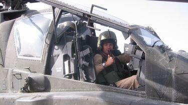 Apache-piloot krijgt militaire onderscheiding. / ANP
