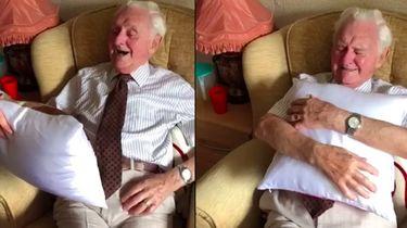 Hoogbejaarde man (94) dolblij met kussen met foto van overleden vrouw