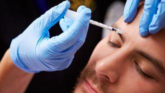 Een derde van onze mannelijke respondenten heeft weleens over een cosmetische ingreep getwijfeld. / Colourbox