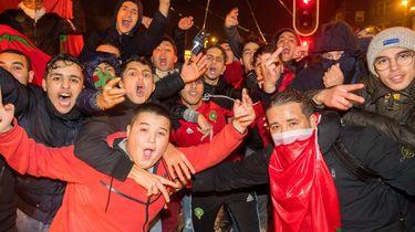 Fans van het Marokkaanse voetbalelftal vieren feest op het Amsterdamse Mercatorplein. Foto: ANP   Mischa Schoemaker