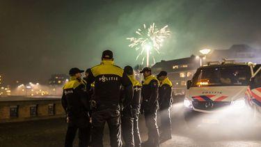 Politie met vuurwerk.