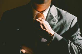 Waarom kleding bepaalt hoe succesvol je bent