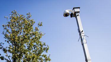 Een foto van een beveilingscamera in een straat in Maassluit