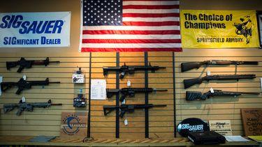 Een Amerikaanse rechter heeft het verbod op aanvalswapens in Californië teruggedraaid.