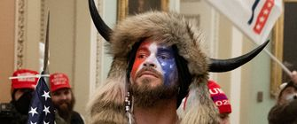 viking, qanan sjamaan, Jake Angeli, capitool, trump
