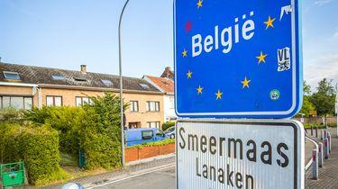Op deze foto zie je de grens bij Belgie