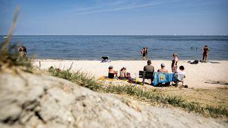 Foto van mensen op het strand