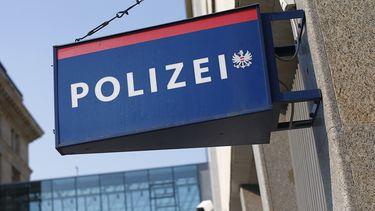 Een bord met 'Polizei' erop.