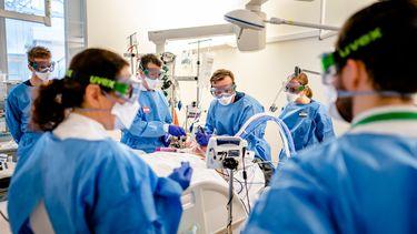 corona covid-19 ziekenhuizen intensive cares coronapatiënten delta-variant zwanger