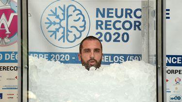 Foto van de Fransman in de bak met ijs
