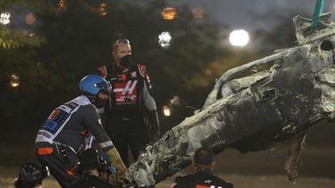 Een foto van het overgebleven stukje auto na de crash van Grosjean