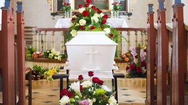 'Dode' man wordt wakker tijdens eigen begrafenis