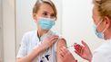 Een foto van de eerste vaccinatie in LUMC in Leiden