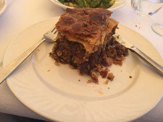 Als je van vlees houdt, is de Kefalonische meat pie een aanrader. / Marieke van der Voort
