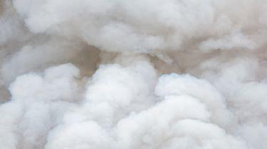 Op deze foto zie rook na een ontploffing