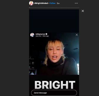 Screenshot van Miley Cyrus tijdens haar talkshow op haar Instagram Stories
