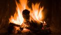 Brandweer rukt massaal uit voor 'woningbrand', blijkt haardvuur op tv