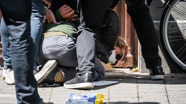 Weggesleurde demonstrant spant rechtszaak aan tegen Baudet en FVD
