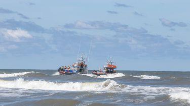 Twee reddingsschepen op de zee bij Ameland.