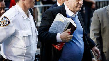 Weinstein meldt zichzelf bij de politie. Foto: ANP
