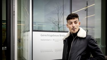 Een foto van Boef, toen hij vorig jaar bij de rechtbank arriveerde