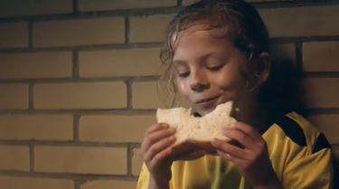 Lieke Martens eerste vrouw in Calvé reclamespotje
