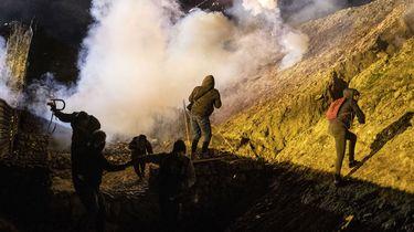 VS gebruikt weer traangas tegen migranten