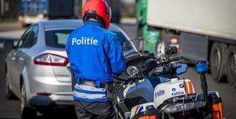 Op deze foto zie je een Belgische politieagent