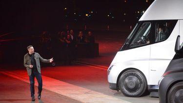 Tesla onthult elektrische vrachtwagen en sportauto