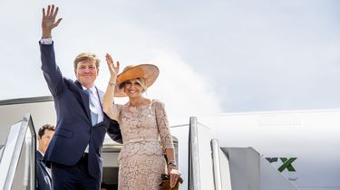 Koningspaar begint aan staatsbezoek bij The Queen